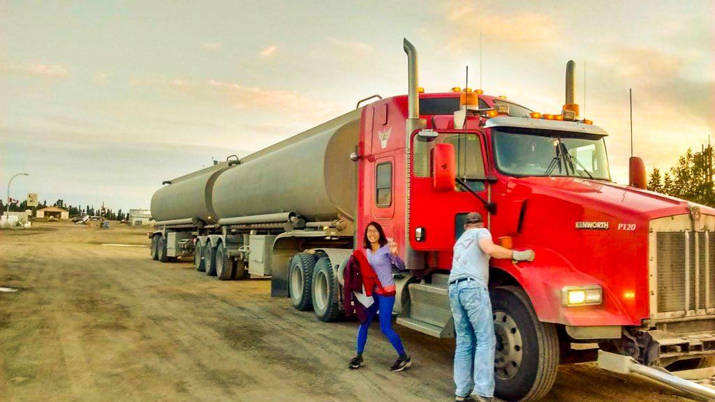 一邊搭便車一邊遠端工作數位遊牧生活油罐車到北極