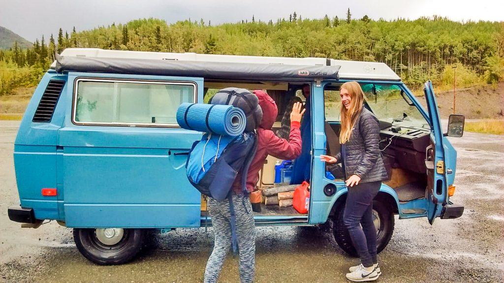 Hitchhiking in Canada Vanlife Sad and depressed during hitchhiking 一邊搭便車一邊數位游牧後一不小心就養成成長的習慣