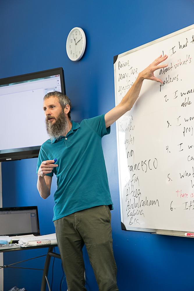 紐約曼哈頓語言中心進階英語速成班 | 線上真人Live英語課程 | Manhattan Language Teacher Douglas