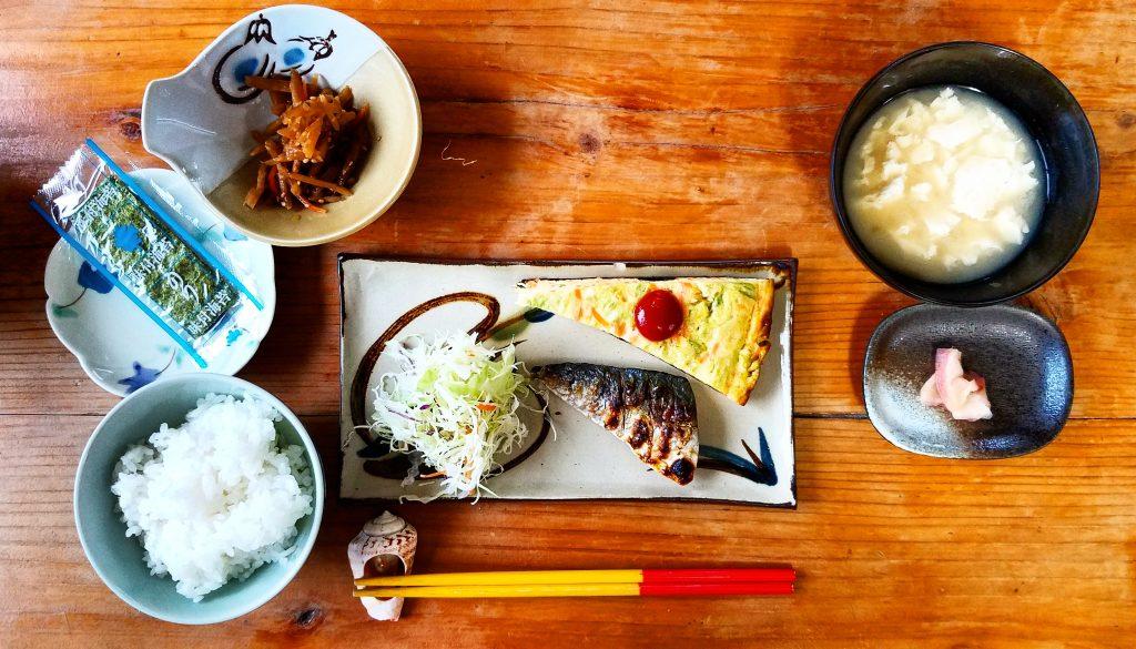breakfast at Nankuru Bed and Breakfast Kuroshima Japan 日本黑島南來民宿早餐