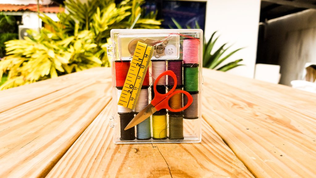背包客必備小配件 What you need as a backpacker Meisupermei Travel 針線盒 sewing kit