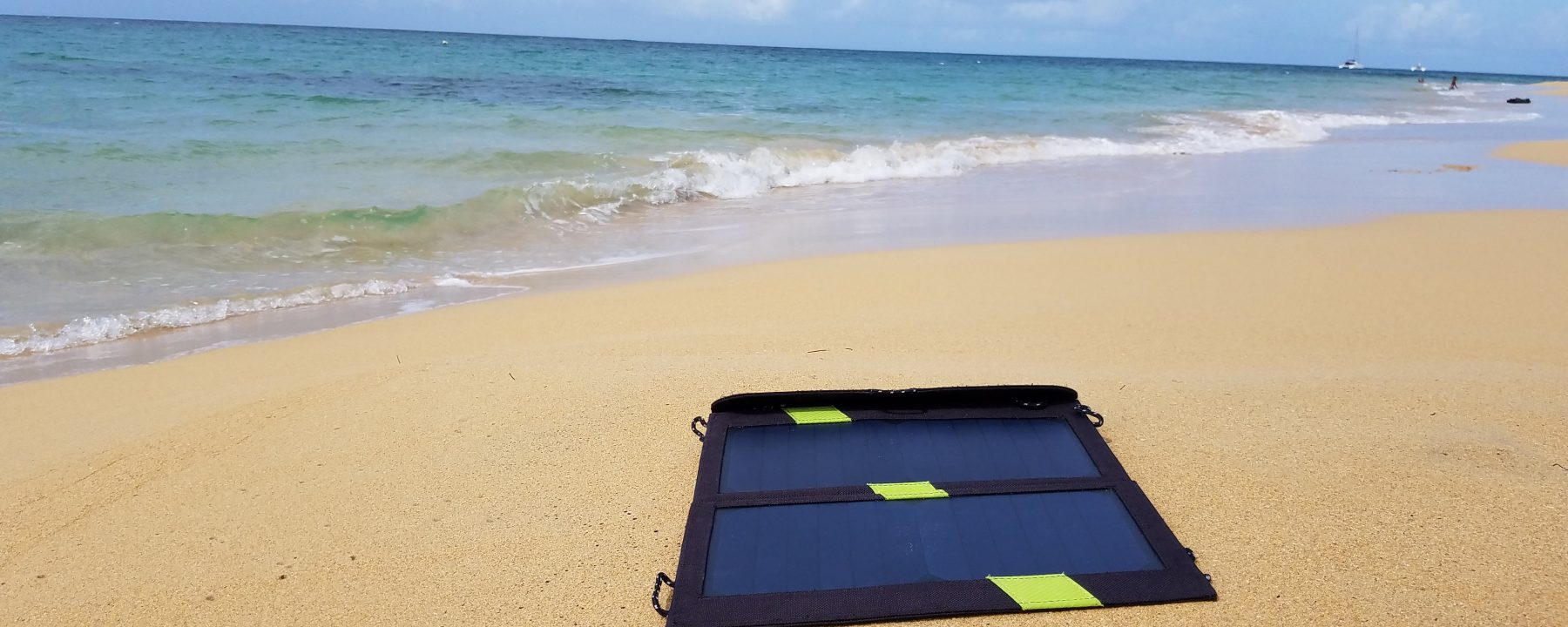 XDXDragon 攜帶式太陽能手機USB充電器 (14W) Cellphone Solar Charger at the beach at Dominican Republic