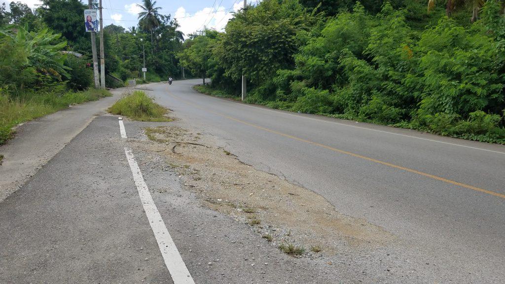 potholes-from-Samana-to-Las-Garelas